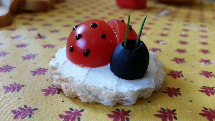 Ladybird made with small tomato, olive, vinegar, cheese and bread - Coccinella fatta con un pomodorino, un oliva, glassa d'aceto, sotto formaggio e pane