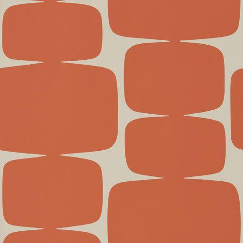 Läcker stormönstrad tapet med retrokänsla i orange från kollektionen Levande 111295. Klicka för att se fler retroinspirerade tapeter för ditt hem!