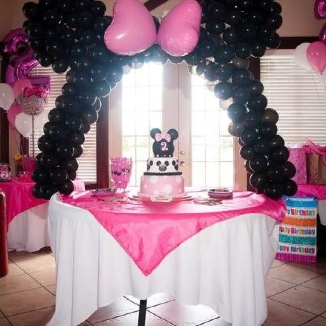 Minnie Mouse Baby Shower Centerpiece. Minnie Mouse Balloon Arch