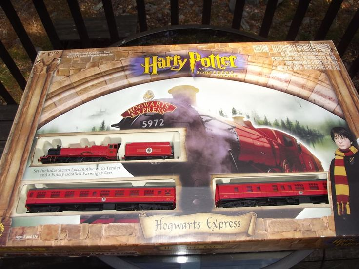 Ho scale harry potter train set up