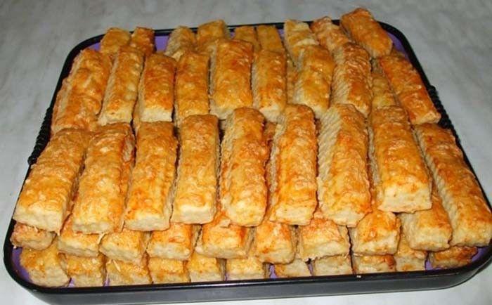Sýrové pizza tyčinky Jak snadno a rychle připravit občerstvení pro návštěvu? Pizzy spolu se sýrem je skvělou volbou. Vyzkoušejte!