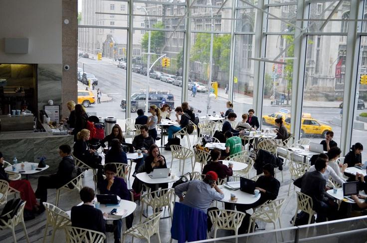 学生さん用のロビーです。皆さん真剣に勉強されてます。コロンビア大学の詳しい情報はこちらから! http://www.ilisny.com/columbia