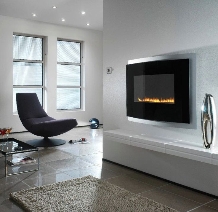 cheminée bio-éthanol murale et fauteuil design dans le salon blanc