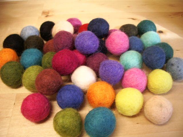 Nella valigia della Buru: Come infeltrire palline di lana cardata con acqua e sapone - TUTORIAL Perline in feltro fai da te!