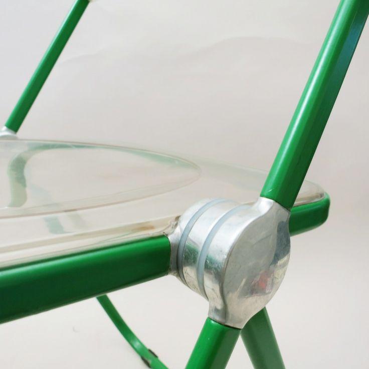 Chair Plia in green. Giancarlo Piretti for Anonima Castelli 1970   http://modernariato.fr/collections/mobilier-furniture/products/quatre-chaises-plia-verte-giancarlo-piretti