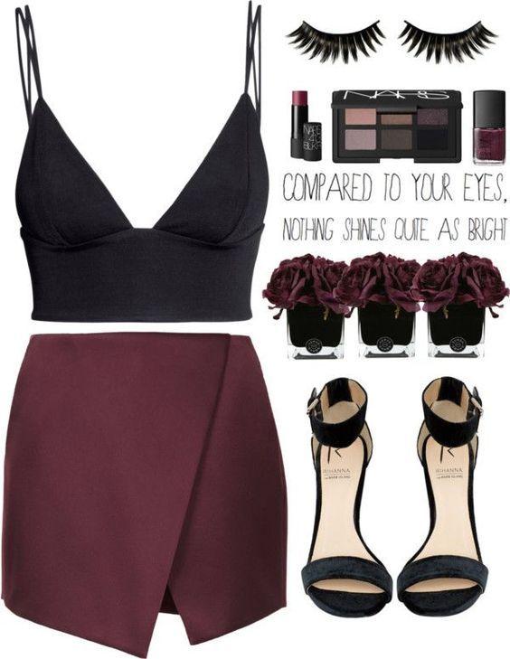 Idea de #Outfit para viernes en la noche con un #CropTop negro.