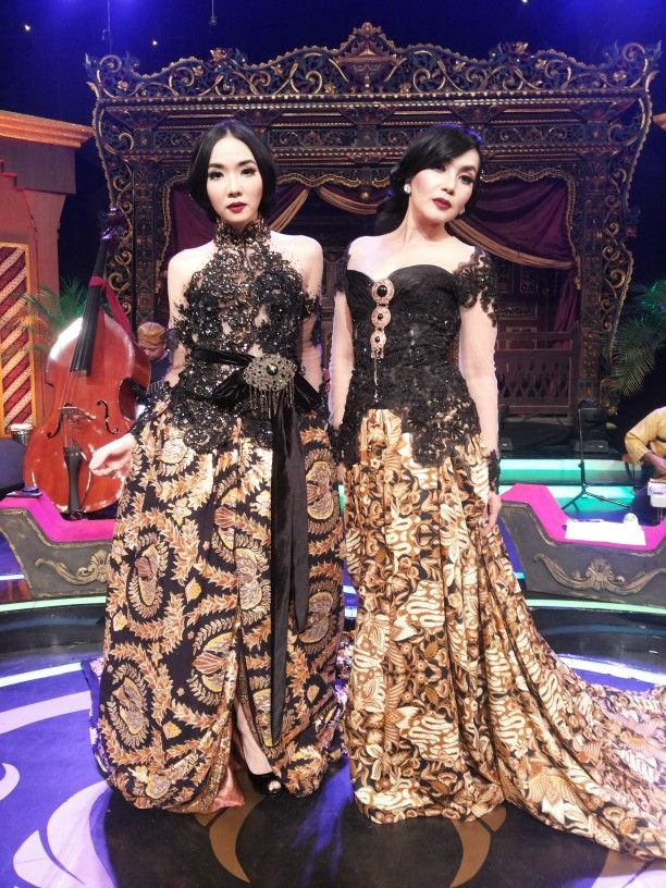 Black modern kebaya with batik longskirt  #Indonesia