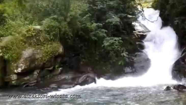 Curug Panjang yang berada di kawasan Megamendung yang menjadi incaran wisatawan untuk melakukan kegaitan liburan.