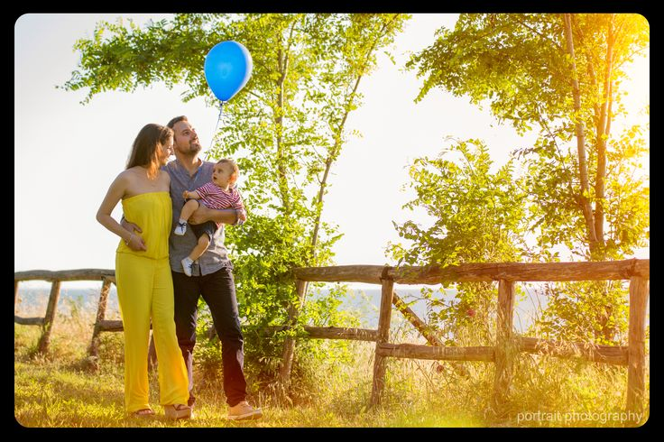 family photoshooting in the park #baby #mother #father #balloon #park #photoshooting #family