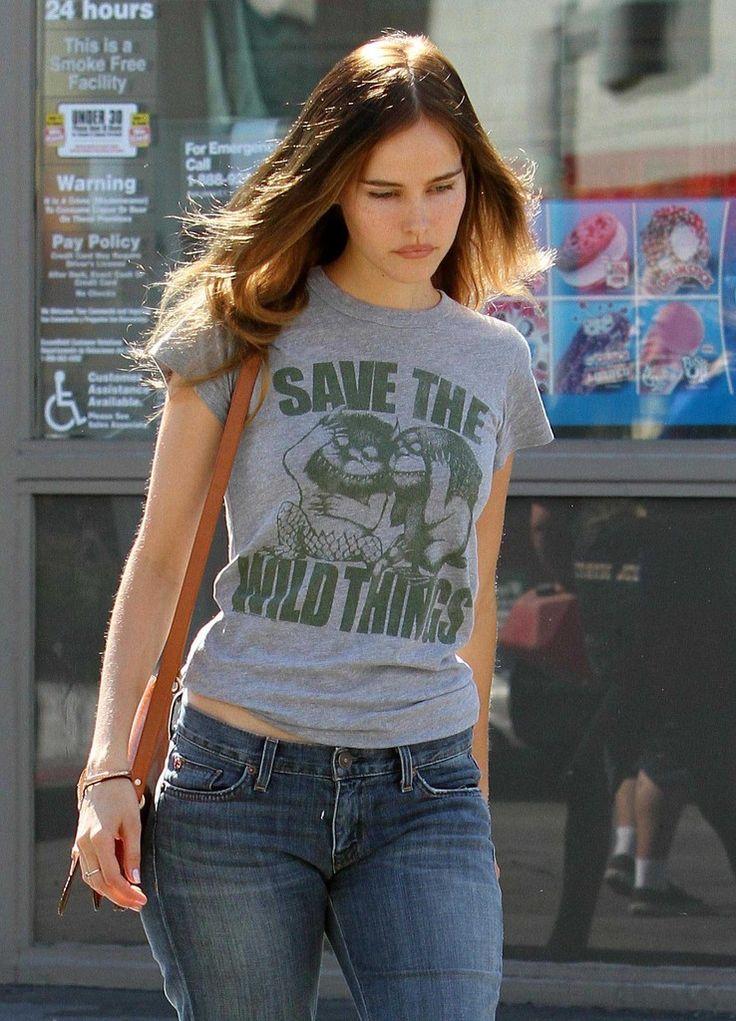 Isabel Lucas - love the shirt
