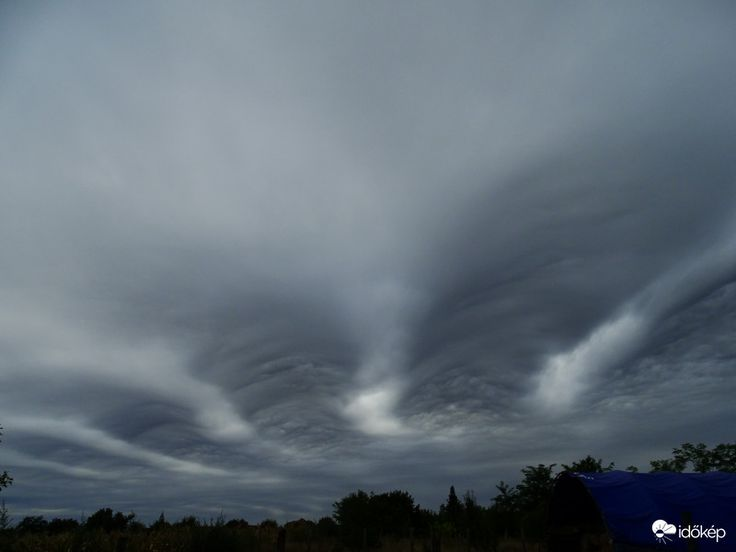 Kísérteties felhők jelentek meg az égen