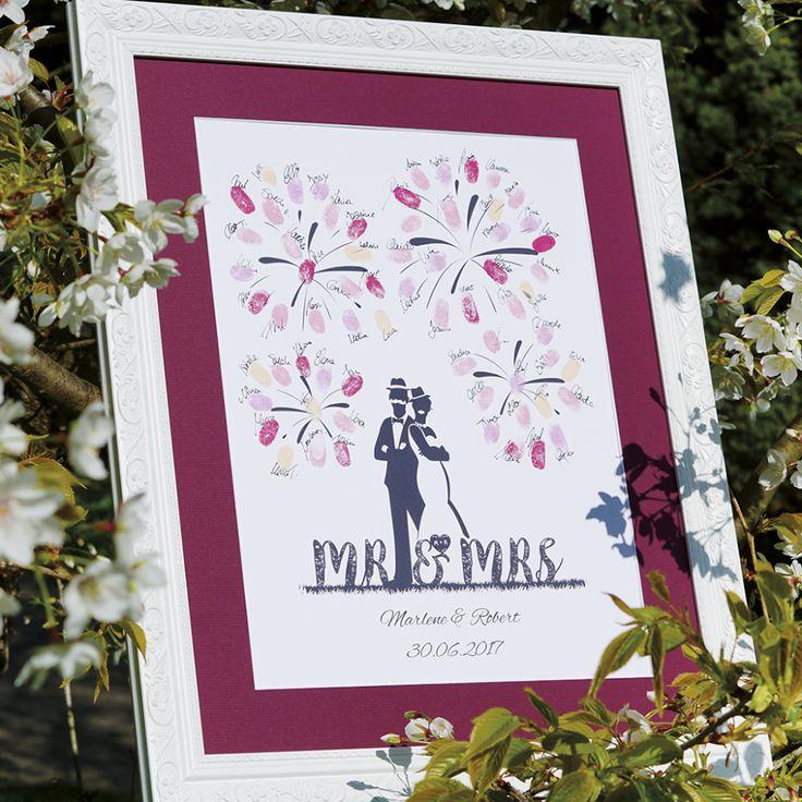 Eine super schöne Erinnerung von der Hochzeit. Auf den Bildern von Wedding Tree könne die Gäste ihre Fingerabdrücke und Unterschriften verewigen.