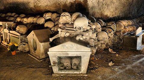 #Napoli esoterica e misteriosa: #itinerario tra chiese, #cimiteri e luoghi segreti dei culti popolari