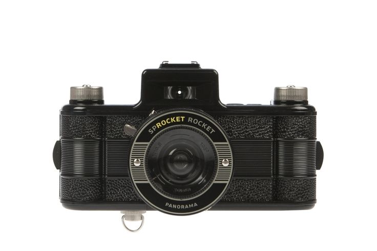 Launch yourself into a new Lomographic experience with the astounding Sprocket Rocket. This 35mm compact camera boasts a super-wide angle lens for panoramas and is the first analogue camera to be fitted with a reverse gear, allowing you to rewind and remix your photos! Get photos with an unmistakably analogue look by exposing the sprocket holes, those little perforations which run along the edge of 35mm film rolls.