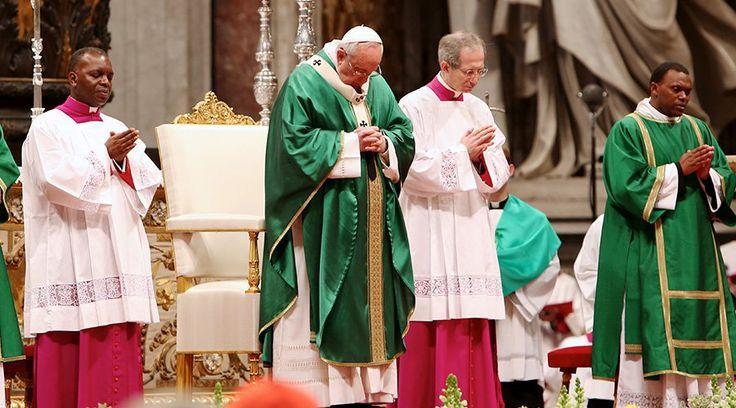 Hoy el Santo Padre Francisco celebró una misa para los Capuchinos del mundo entero, en la Basílica de San Pedro, delante de los cuerpos de San Leopoldo y San Pío... confirmándolos en el apostolado del perdón.