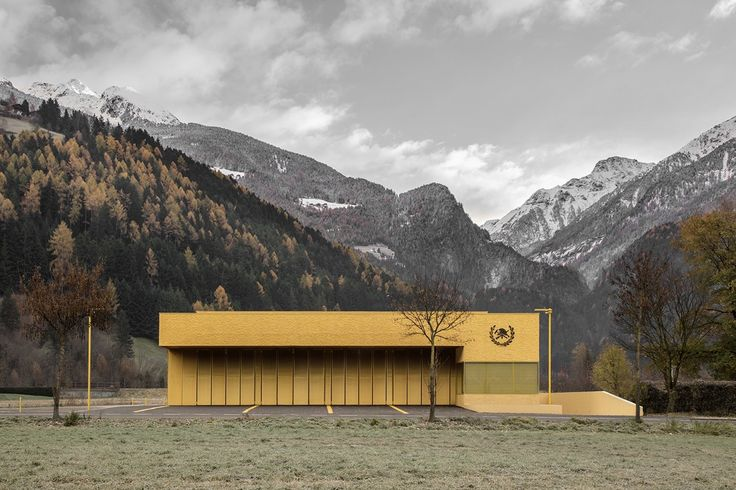 This small fire station for Sand in Taufers is completely clad in yellow inside and out.