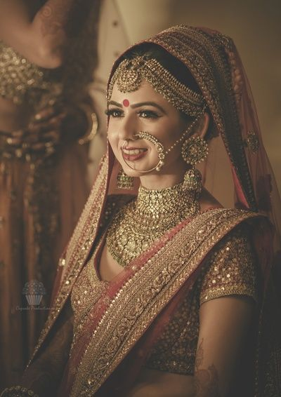 bridal mathapatti, bridal nath, bridal necklace, choker necklace, antique jewellery, royal bridal look, royal bridal jewellery