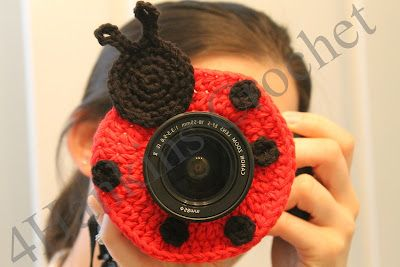 My Creative Side: Ladybug Camera Buddy *FREE PATTERN*............@DianaGathercole Low-Hagy, this is rather ingenious!