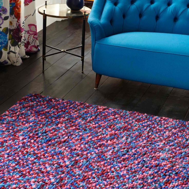 Bold & bright colours with impressive textured feel all over it...this rug is just amazing! #woolrugs #luxuryrugs #largerugs #modernrugs #multicolouredrugs