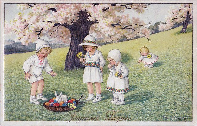 A sweetly beautiful vintage French Easter postcard. #vintage #Easter #postcards