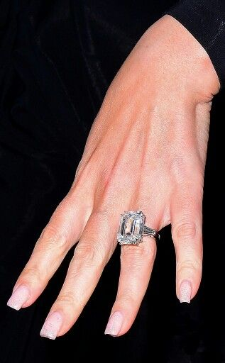 Mariah Carey's stunning 35 carat diamond engagement ring given to her by billionaire James Packer  #MariahCarey #JamesPacker #engagementring
