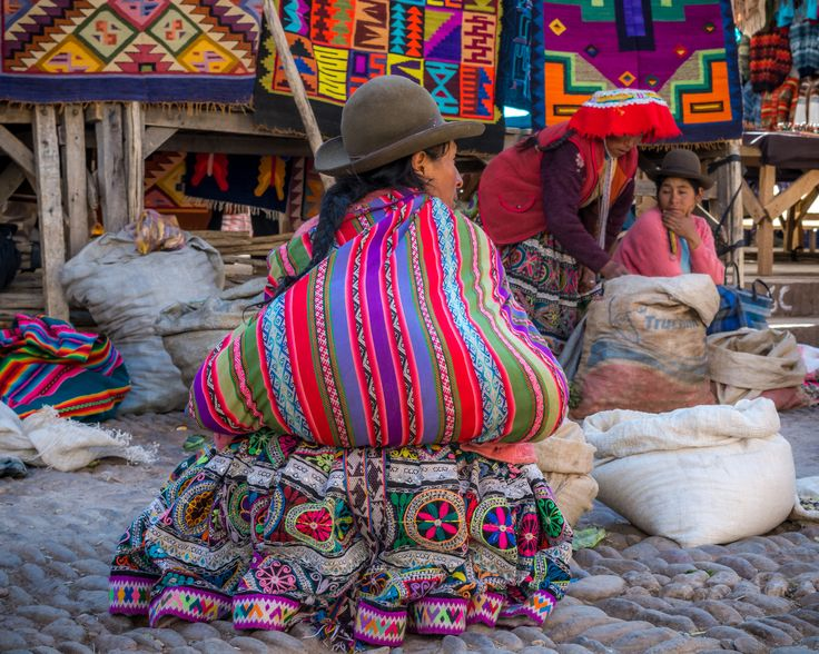 https://flic.kr/p/KqRUPS | Women At the Market (Písac, Peru. Gustavo Thomas © 2016) | Women At the Market (Písac, Peru. #Photograph…