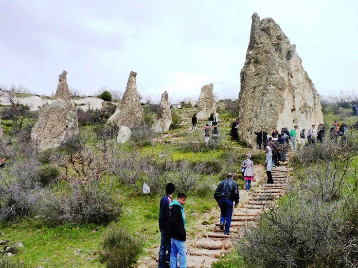 Abacı peribacaları/Kızılcahamam/Ankara/// Abacı Peribacaları, Ankara Kızılcahamam Başören köyü yakınlarındaki peri bacaları. Yağmur aşındırmasının ürünü olan ve tahminen 5000 m2 üzerine yayılan bacalar yerel halk arasında Gelin Kayaları olarak adlandırılır.