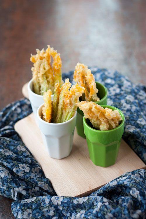 Originaire de Nice, voilà des petits beignets simples mais très raffinés. C'est beau, c'est trop bon, ça se mange sans faim bref on kiffe ! Pour 4 personnes : Une dizaine de fleurs de courgettes 10...