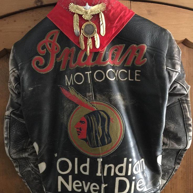 ゴローズファンの今日に乾杯OLD INDIAN NEVER  DIE、ゴローズファン ネバー ダイですよね‼️(スミマセン左右の中フェザーは18金自作品、中央コインはゴローさんとの共作品です)、#goros##harleydavidson#indianmotorcycle#rock#bobber#antique#BROCANTE#vintage#oldcar#vintagecar#VIVIANWestwood#JOHNGALLIANO#indian #ゴローズ#世田谷ベース#カスタムバイク#ボバー#チョッパー #美容師#ビンテージ#アンティーク#バイカー#ロック#パンク #モッズ#サイコビリー#古着#フェザー