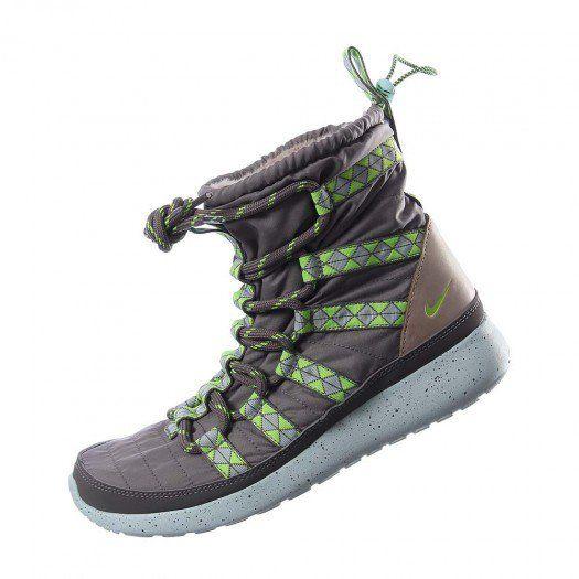 Las zapatillas para mujer Nike Roshe Run Sherpa Print resistentes al agua  combinan el look de unas botas de invierno con la sen…  94a5a4f592fd7