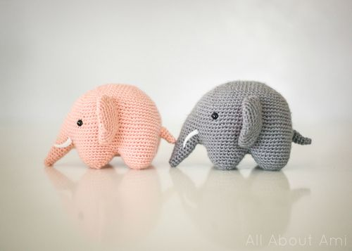 Crochet amigurami elephant. Free pattern thanks to All About Ami blog on Tumblr