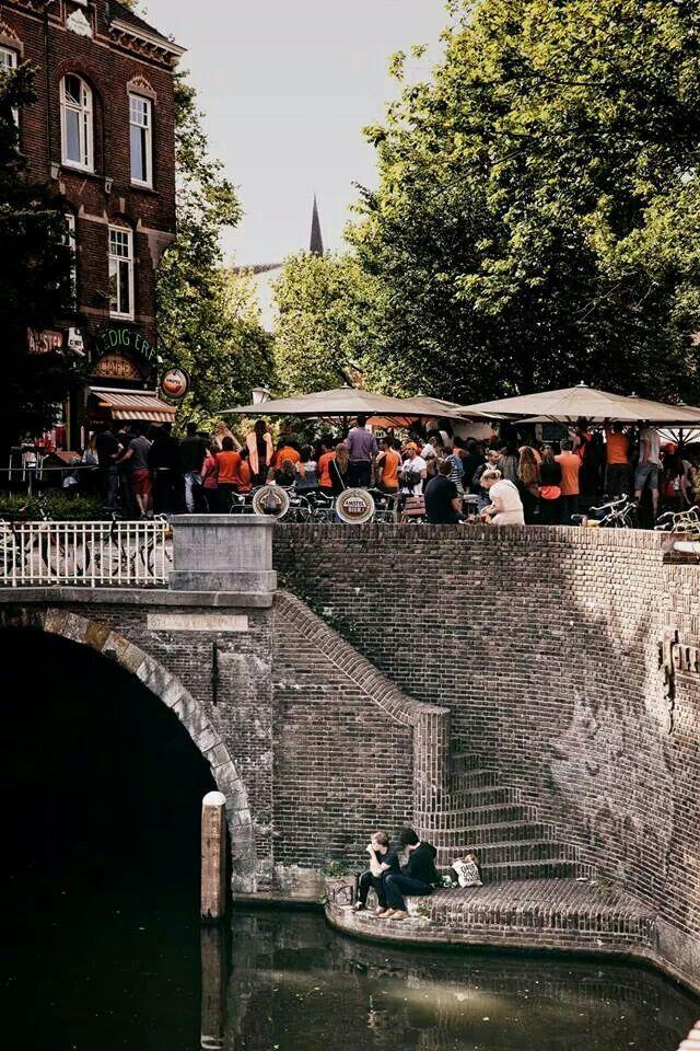Utrecht, Ledig Erf, Café De Poot; Niet iedereen keek naar het voetbal op 05-07-2014