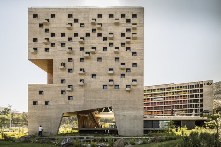 School of Economics and Business Diego Portales University / Rafael Hevia + Rodrigo Duque Motta + Gabriela Manzi