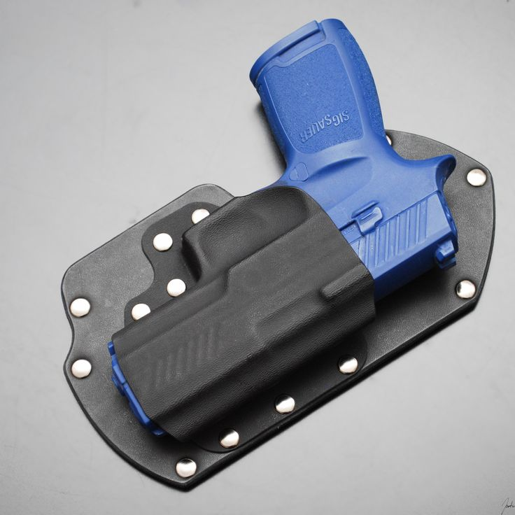 Vᴇʟᴄʀᴏ Bᴀᴄᴋᴇᴅ Hᴏʟsᴛᴇʀ for the Sig  P320 with built in stabilizer.  Get creative with your holsters! Velcro backed holsters can be placed in spots you never considered before. All models available.   Tʀᴇᴀᴅ Sᴏғᴛʟʏ Cᴏɴᴄᴇᴀʟᴍᴇɴᴛ  www.treadsoftlyconcealment.com #gun #guns #ccw #concealedcarry #molonlabe #edc #everydaycarry #donttreadonme #gear #kydex #holster #treadsoftlyconcealment #Sig #sigsauer #p320 #selfdefense #gunholster #velcro #511 #511tactical #tactical #maxpedition #tacticalbackpack…