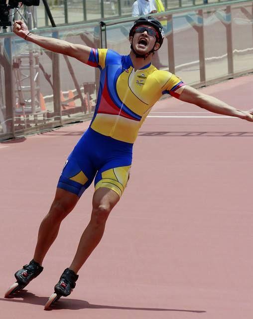 ORO para Colombia. Andrés Felipe Muñoz obtuvo la revancha en los 1.000 metros de patinaje y se quitó el sinsabor que le costó su error en la competencia del jueves