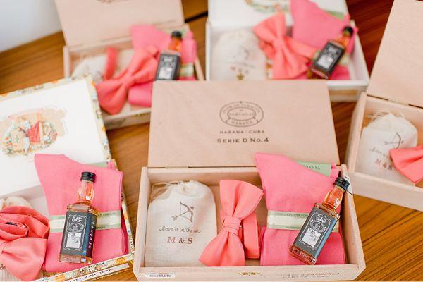 Geschenke für Groomsmen & Bridesmaids / Martinaund Sajko_NadiaMeli3