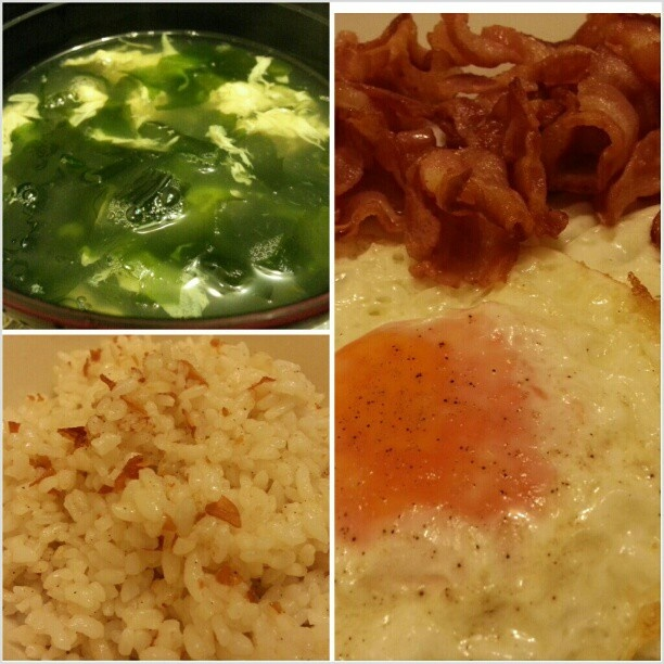 #holiday#philippines #seaweed and #egg#soup #garlicrice#bacon and #sunnysideup for #breakfast #election2013 選挙でお休みな#フィリピン #朝ごはん#ワカメ#たまごスープ#ガーリックチャーハン#ベーコン#目玉焼き