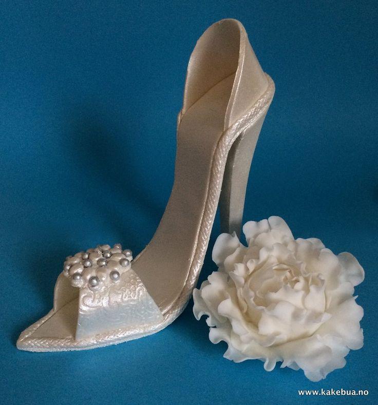 Marzipan shoe and fondant peony