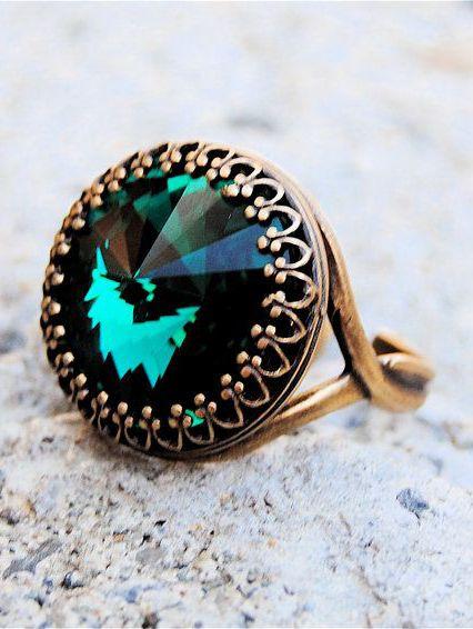 Beautiful Antique Green Emerald Ring