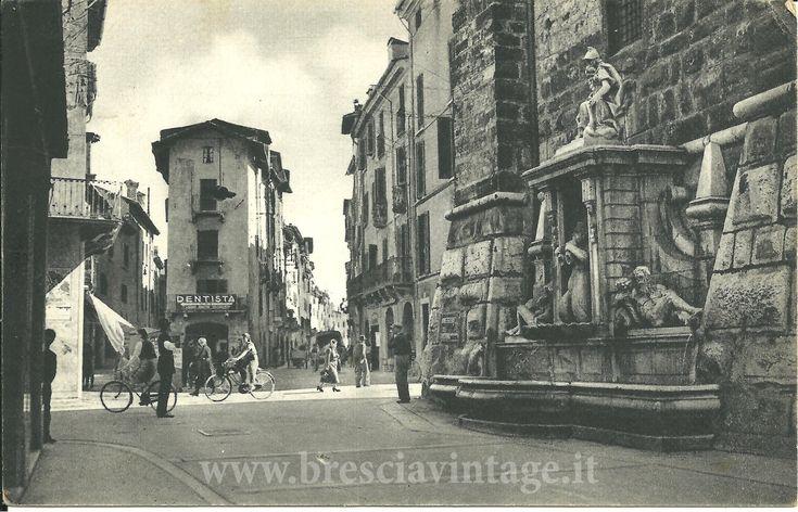 La fontana della Pallata - Brescia Immagine inviata da Mariangela Scotti http://www.bresciavintage.it/brescia-antica/cartoline/la-fontana-della-pallata-brescia/