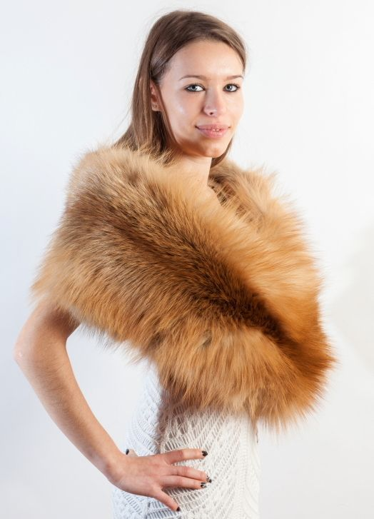 This golden fox fur stole is perfect accessory for the wedding and other ceremonies. Amifur.com guarantees the premium quality products. Made in Italy.