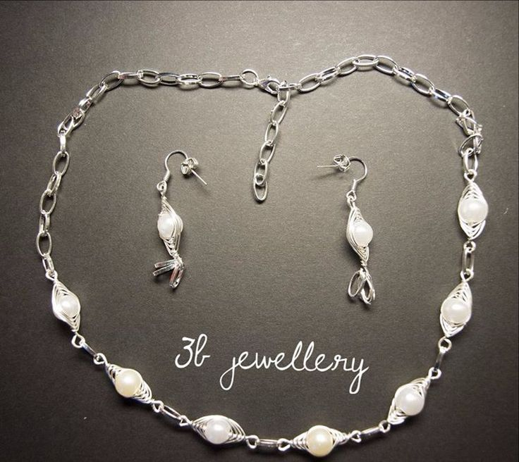 Back to sets! #white #necklace and #earrings for #innocent and / or #dreamers #3bjewellery #wirewrapping #beginner