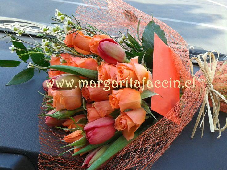 Ramo de flores con tulipanes y mini-rosas