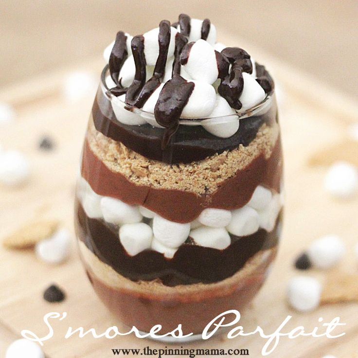 Who knew it was so easy to make a dessert this beautiful! Sinful Smores Parfait dessert------> click here for recipe recipe #dessert #chocolate #valentinesday