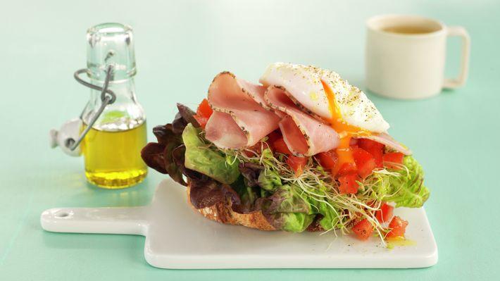Smørbrød med posjert egg og skinke - Sunn - Oppskrifter - MatPrat