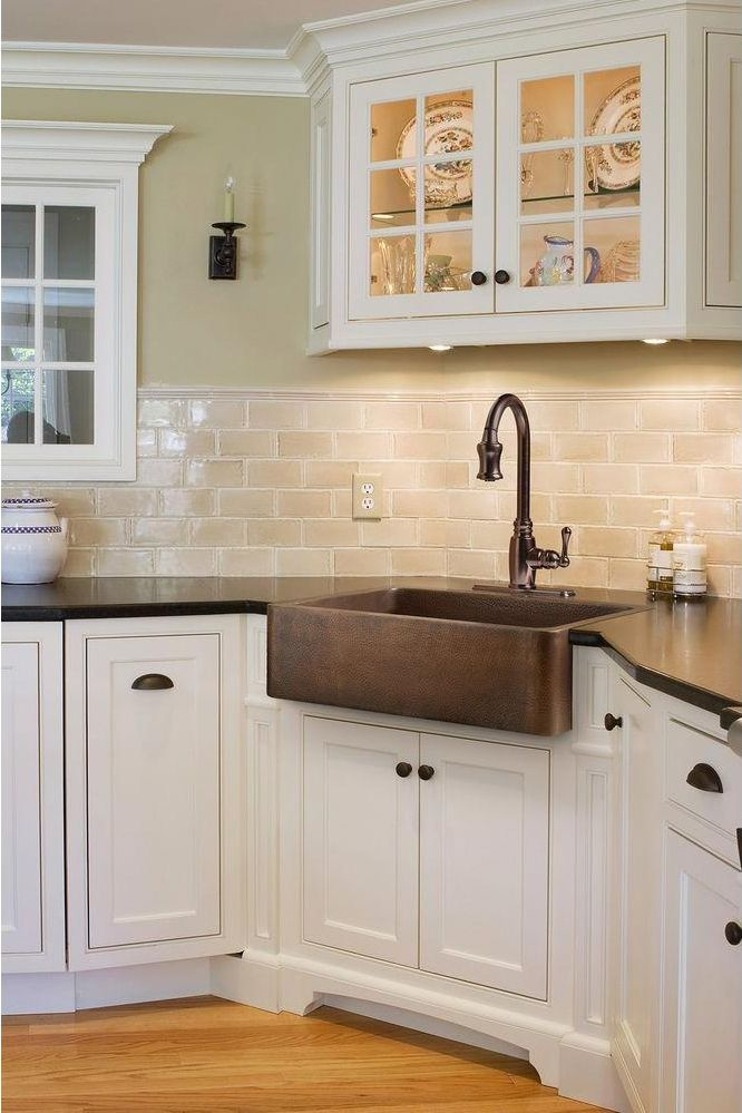 Combine style and functionality with this copper farmhouse sink. The hammered finish casts a warm glow while its copper properties are naturally anti-microbial and promote healthy living.