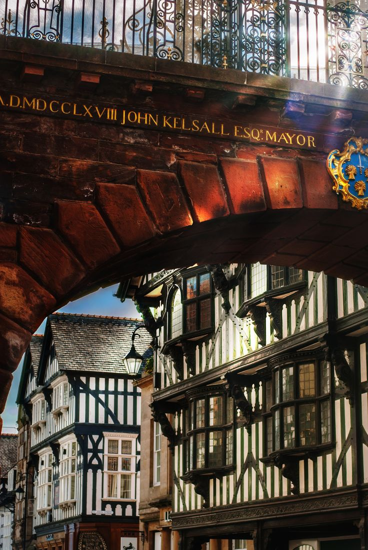 Chester. The Eastgate. Traditional black and white architecture. https://500px.com/katko