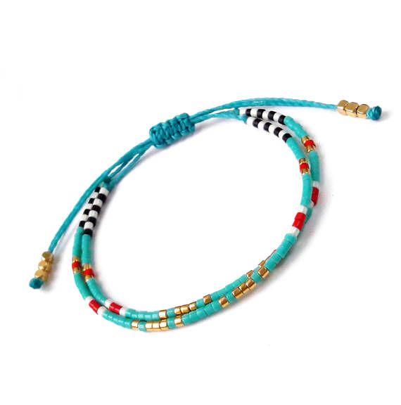 Bracelet turquoise, Bracelet en perle de rocaille, Bracelet brésilien, bijoux d'été, bleu océan, Yoga Bracelet, bijoux Turquoise  ✴✴✴ LIVRAISON GRATUITE DANS LE MONDE ENTIER ✴✴✴  Plus de détails: -Miyuki delicas perles de verre... Chaque perle mesure 2,2 mm de diamètre extérieur. -Linhasita polyester ciré 1mm, imperméable à l'eau  Ces bracelets de perles sont très fin et délicat, parfait pour les empiler, mais aussi mignon sur leurs propres. Les combiner pour s'adapter à votre style…