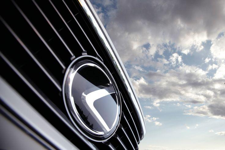 자연의 침묵을, 고요한 시간을. 대도시 라이프를 상징하는 자동차에서 렉서스가 구현해내고 있는 것들.   Lexus i-Magazine Ver.5 앱 다운로드 ▶ www.lexus.co.kr/magazine #Lexus #Magazine #ES300h #ES #elegant