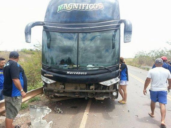 Blog Paulo Benjeri Notícias: Ônibus da banda Magníficos sofre acidente no maran...